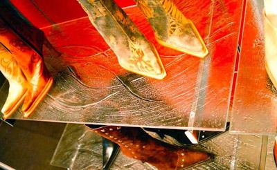 Glass Chelving Store Itnerior Design