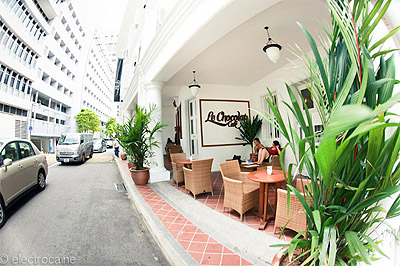 attractive cafe design in singapore hotel | mindful design consulting