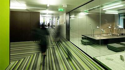green office in viena - microsoft - corridor