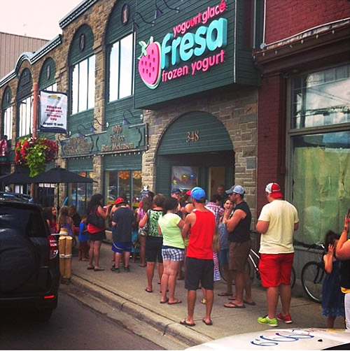 Fresa yogurt shop design signage