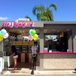 Small Yogurt Shop Kiosk Design
