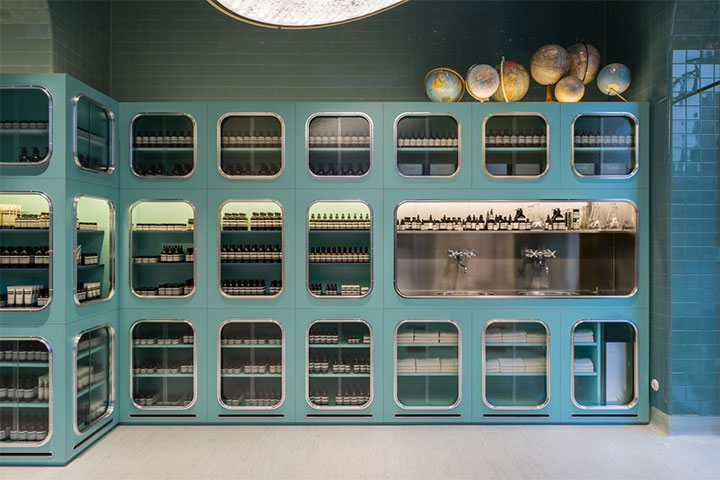 Display-Cabinets-in-Store-Design