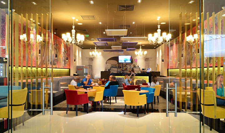 Colorful-Ceiling-in-Restaurant-Design