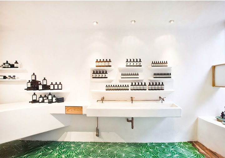 Monochromatic-Cosmetics-Store-Design