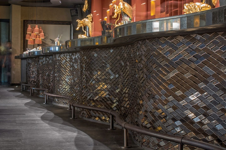 Scale-Ceramic-Tiles-in-Bar-Interior-Design
