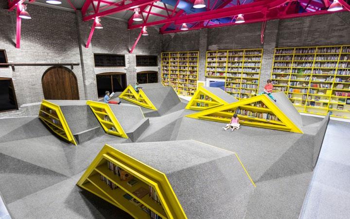 colorful-bookshelves-in-interior-design