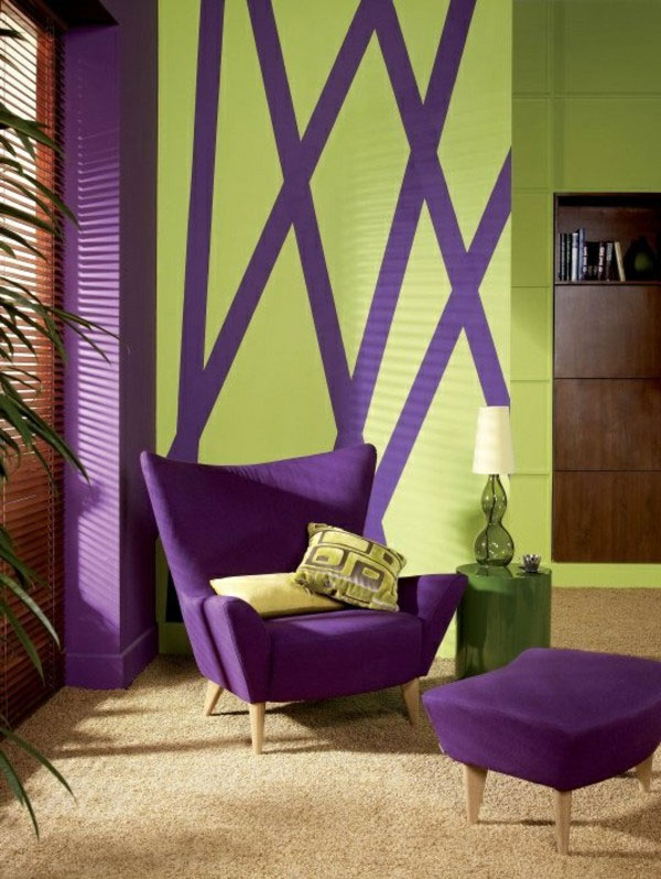 Stripes of Pantone's Ultra Violet color can revive a wall