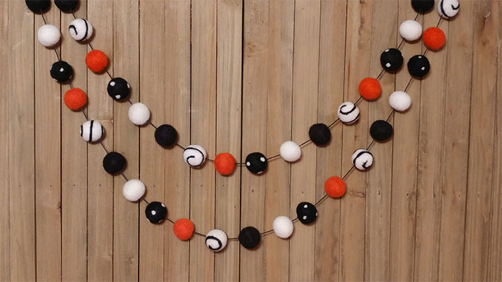 Business-Halloween-Decor-Ideas-Garlands