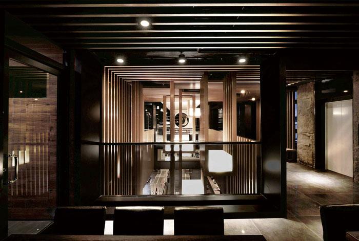 Rectangular-Decorative-Accent-in-Restaurant-Design