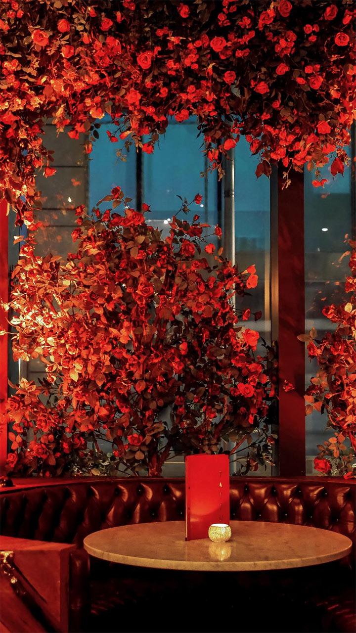 Luxurious flower arrangements for romantic restaurant