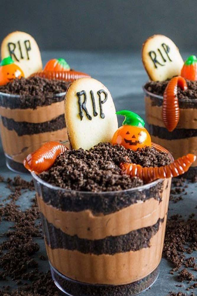 Halloween dessert ideas with chocolate trifles, cookies and worms