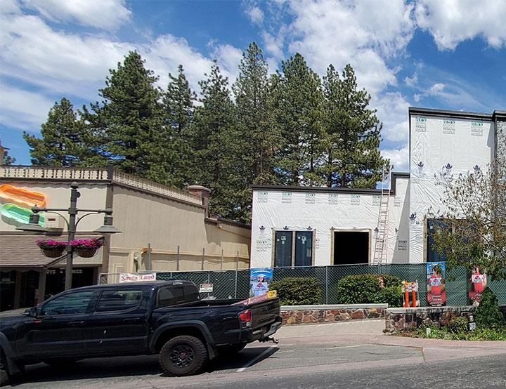 Building to house frozen yogurt shop under construction