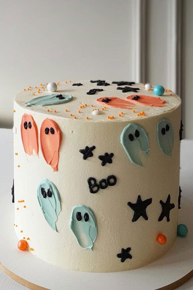 Ghost cake with icing